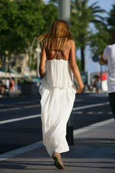 Effortless. White cotton summer dress in Barcelona Street Style. Catalonia | Europe