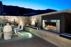Grande cheminée extérieure moderne