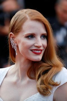 Jessica Chastain at the Closing Ceremony of the annual Cannes Film Festival at Palais des Festivals on May 2017 in Cannes, France. Jessica Chastain, Perfect Redhead, Gorgeous Redhead, Beautiful Celebrities, Beautiful Actresses, Beautiful Women, Perm, Red Hair Inspiration, Eye Makeup