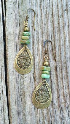 Boho Jewelry Boho Brass Sangle Earrings with Green por Lammergeier