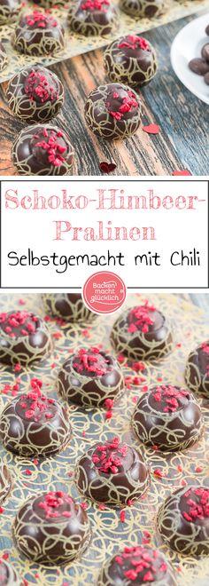 Fruchtig, schokoladig und ein klein wenig scharf: Diese Himbeer-Pralinen mit Chili sind ein echter Hingucker und Genuss. Die selbst gemachten Pralinen sind ein tolles Geschenk aus der Küche - sei es zu Weihnachten, für Valentinstag oder Muttertag.