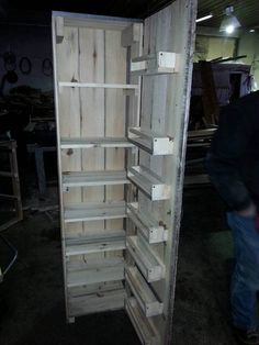 Wood Pallet Ideas diy pallet kitchen pantry - Pallets make it possible for you to build a functional and traditional looking DIY pallet kitchen pantry for your urban, modern and shabby chic cooking spaces. Wooden Pallet Projects, Wooden Pallet Furniture, Wooden Pallets, Wooden Diy, Pallet Ideas, Pallet Bench, Pallet Art, Pallet Furniture Diy Step By Step, Kitchen Pantry