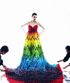 The Gummy Bear Dress was created by Hissa Igarashi and Sayuri Marakumi for the debut issue of TWELV magazine and was inspired by an Alexander McQueen gown. The dress was made from Gummy Bears and weighs 220 pounds Alexander Mcqueen Kleider, Alexander Mcqueen Dresses, High Fashion Dresses, Dress Fashion, Paper Fashion, Full Length Gowns, Feather Dress, Dress Out, Gown Dress