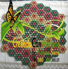 NAVIDAD - CREANDOCONADRIANA Pony Bead Crafts, Crochet Bedspread Pattern, Pony Beads, Beading Patterns, Beading Ideas, Bead Weaving, Doilies, Handicraft, Cross Stitch