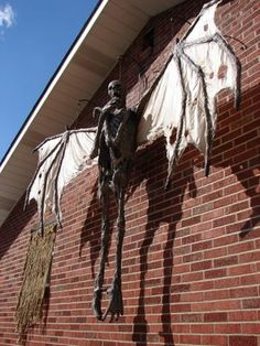 This thing is creepy!!!! Grim Hollow Haunt Jeepers Creepers Thing?