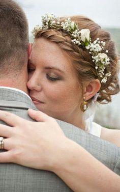 Wedding hair with flowers #weddingcrowns