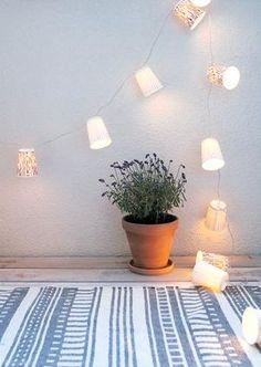 Sehe dir das Foto von MotherArt mit dem Titel Lichterkette selber basteln aus dekorativen Pappbechern und andere inspirierende Bilder auf Spaaz.de an.