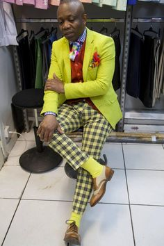 A very dramatic and brightly colored suit, representing modern day black dandyism Gentleman Mode, Gentleman Style, Mode Masculine, Afro Punk Fashion, Mens Fashion Suits, Man Fashion, Mens Suits, Vintage Black Glamour, African Men Fashion