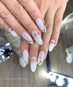 Semi-permanent varnish, false nails, patches: which manicure to choose? - My Nails Pastel Nails, Cute Acrylic Nails, Fun Nails, Pretty Nails, Bling Nails, Gel Nails At Home, Almond Nails Designs, Trim Nails, Clean Nails