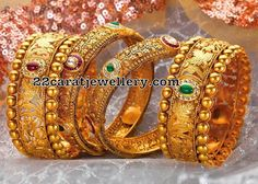 P N Gadgil & Sons (PNG): Light weight gold bangles designs for women with price in India. Buy online gold deginer bangles for daily use. Buy Gold Jewellery Online, Real Gold Jewelry, Gold Jewelry Simple, India Jewelry, Women's Jewelry, Fine Jewelry, Jewelry Bracelets, Jewelry Ideas, Jewelry Making