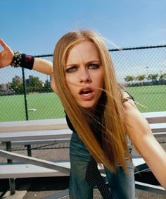 Rolling Stone Magazine - 04 - AvrilPix Gallery - The best image, picture and photo gallery about Avril Lavigne - AvrilSpain.Com