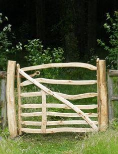 Garden gates 514888169898161713 - Bespoke wooden garden gates Source by ankareplay Wooden Garden Gate, Wooden Gates, Farm Gate, Fence Gate, Country Fences, Green Woodworking, Rustic Gardens, Gate Design, Garden Cottage
