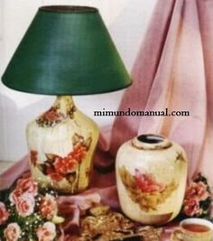 Blog de manualidades Decoupage Lamp, Decoupage Vintage, Decoupage Ideas, Recycled Wine Bottles, Wine Bottle Crafts, Craft Projects, Projects To Try, Altered Bottles, Recycled Crafts