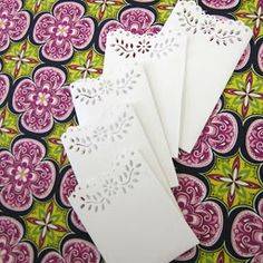 DIY Decorative Gift Card Envelope: Use these cute little gift card envelopes to adorn your holiday packages!