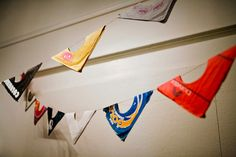 How to make bunting from record sleeves Records Diy, Old Vinyl Records, Vynil Records, Music Themed Rooms, Make Bunting, Bunting Banner, Ways To Recycle, Reuse, Record Crafts