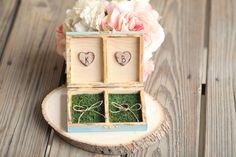 """porta alianca caixinha - Essas caixinhas vintage são uma graça. Com as iniciais dos noivos e muita fofurice.Tô apaixonada por essa que eu vi no site """"chuva de papel convites"""""""