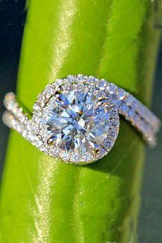 Dazzling Diamond Engagement Rings Of Her Dreams ❤ See more: http://www.weddingforward.com/diamond-engagement-rings/ #weddings anillos de compromiso | alianzas de boda | anillos de compromiso baratos http://amzn.to/297uk4t