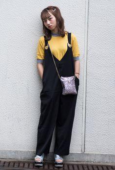 【キャンパス・パパラッチ DAILY】グリッターのミニショルダーポーチがアクセント、中川未来さん http://soen.tokyo/paparazzi/daily/daily466/