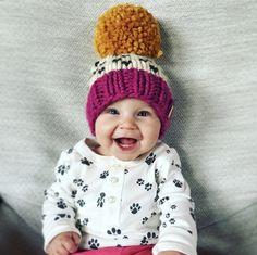 Nickichicki baby pompom beanie in OSV I Knit Slippers Free Pattern, Baby Hat Knitting Pattern, Easy Knitting Patterns, Knitted Slippers, Baby Knitting, Knitted Hats, Crochet Hats, Newborn Hats, Vogue Knitting