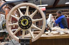 How it is Made: Wooden Wheels - Hemmings Motor News Small Woodworking Projects, Small Wood Projects, Woodworking Wood, Pallet Projects, Wooden Wagon Wheels, Wooden Wheel, Horse Wagon, Old Wagons, Horse And Buggy