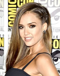 Jessica Alba make a part from the top of the head all the way to the nape of the neck. Then create a flat braid from the front to the back and secure with a small elastic, making sure the plait ends underneath the loose hair from the right side.