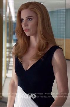 Donna's black and white pleated panel dress on Suits.  Outfit Details: https://wornontv.net/59586/ #Suits