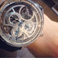 Time to go to @Cartier & @robbreportmx cocktail party! ⌚️ #Rotonde ⌚️ Gran complicación esqueleto ⌚️ 9.1 ⌚️ Mi reloj favorito del #SalonInternacionaldeAltaRelojeria  #SIAR2015