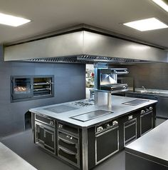 www.stainlesssteeltile.com likes this commercial kitchen design- stainless steel- restaurant kitchen