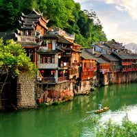 Stilted houses in Hunan: Fenhuang. 40 beautiful places to visit in China