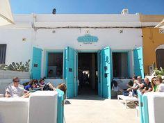 La Mas Bonita: Deze hotspot met de witte muren en vrolijke azuurblauwe details blijft toch wel mijn favoriet! Ooit begonnen met een restaurant bij het strand van Valencia en inmiddels uitgebreid met een strandtent én een restaurantje in de hippe wijk Ruzafa. Als ik in Valencia ben is een bezoek aan de stad niet compleet zonder hier heen te gaan om te lunchen!