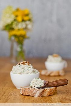 Zucchini-Walnuss-Aufstrich {zucchiniwoche - My list of the most healthy food recipes Healthy Appetizers, Appetizer Recipes, Low Calorie Recipes, Vegan Recipes, Base Foods, Food Lists, Clean Eating Snacks, Finger Foods, Food And Drink
