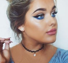 winged liner + pop of blue extending beneath the wing. for a more wearable look use black instead of blue mascara Makeup Life Hacks, Makeup Tips, Beauty Makeup, Beauty Hacks, Hair Makeup, Hair Beauty, Galaxy Makeup, Blue Eye Makeup, 4th Of July Makeup