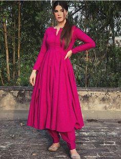Party Wear Indian Dresses, Pakistani Dresses Casual, Designer Party Wear Dresses, Kurti Designs Party Wear, Dress Indian Style, Pakistani Dress Design, Casual Indian Fashion, Indian Fashion Dresses, Indian Designer Outfits