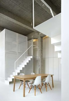 This week we will show you the beautiful loft FOR in Brussels, Belgium, a project by adn Architectures. This loft is amazing. Interior Stairs, Interior Architecture, Loft Design, House Design, Design Design, White Apartment, Interior Minimalista, Inspiration Design, Loft Spaces