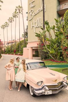 Passion, Inspiration, Adventure & Lifestyle- the journey is more than just a photograph, it's a lifestyle. 1950s Aesthetic, Aesthetic Vintage, Pink Aesthetic, Retro Cars, Vintage Cars, Vintage Photos, Retro Vintage, Hotel California, California Travel