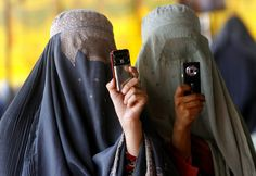 Afghanistan elections : Afghan women take pictures of President Karzai in Kandahar province