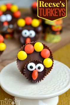 Calling all Reese's lovers! Look no further for the perfect Thanksgiving treat with these completely adorable Reese's Turkeys! | MomOnTimeo...