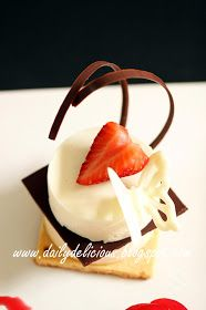 dailydelicious: Jardin d'amour: White chocolate, caramel and berry plate dessert