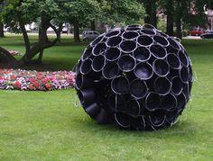 iglo met emmers of plastic bloempotten Plastic