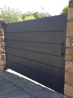 Want to revamp your garden fence with a creative gate door? Read our article to see the 31 creative fence gate ideas for your home that we've found. Front Gate Design, House Gate Design, Door Gate Design, Fence Design, Metal Gate Door, Wood Fence Gates, Wooden Gates, Fencing, Front Gates