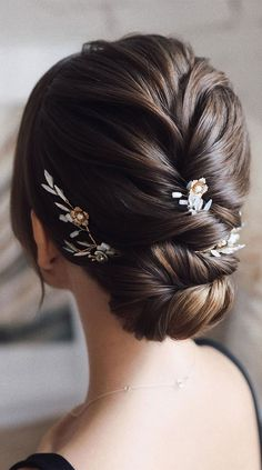 Messy Wedding Hair, Romantic Wedding Hair, Bridal Hair Updo, Long Hair Wedding Styles, Vintage Wedding Hair, Wedding Hair And Makeup, Wedding Updo With Braid, Low Updo Hairstyles, Braided Hairstyles For Wedding
