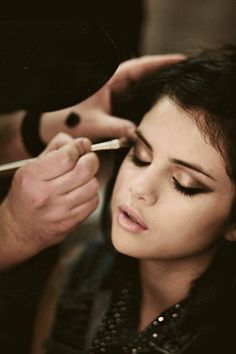 Make-up: Selena Gomez Gold smokey eyes. CBs 21st. Carli Baybls how to do winged eyeliner to help...