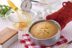 8 Top Tips for Making Make a Feather Light Sponge Cake Every Time: Preparation is Key to Making the Perfect Sponge Cake Irish Recipes, Top Recipes, Sponge Recipe, Jaffa Cake, Cakes Plus, Digestive Biscuits, Victoria Sponge, Cake Makers, Meals