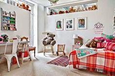 Kaksitoista kotia - Twelve Homes Valitsin viime vuoden jokaiselta kuukaudelta yhden mielenkiintoisen kodin tähän vuoden ensimmäiseen post...