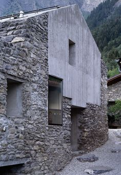 natursteinfassade mit sichtbeton-umbau roduit haus