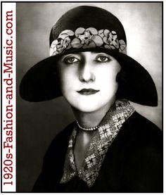 Designer: Caroline Reboux c. 1925 Straw Hat With Applique Flowers 20s Fashion, Art Deco Fashion, Vintage Fashion, Vintage Couture, Fashion Hats, Elsa Schiaparelli, Twiggy, Vintage Dresses, Vintage Outfits