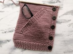 Decorate DIY cool knitting needles, knitting needles display, old knitting needles, roun Baby Knitting Patterns, Knitting Designs, Knitting Stitches, Youtube Logo, Youtube Youtube, Youtube Hacks, Winter Hats For Women, Easy Knitting, Knitting Tutorials