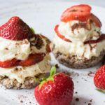 Erdbeeren und Tiramisu kombiniert und das Ganze auch noch Low Carb. Dezente Süße mit fruchtiger Note und einem Hauch Kakao. Lecker!