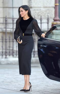 Meghan Markle held her first solo engagement, without any other member of the royal family present, today at the Royal Academy of Arts. The Duchess of Sussex celebrated the opening of the new exhibition Oceania. See all the photos from the event here. Meghan Markle Stil, Estilo Street, Nice Dresses, Dresses For Work, Royal Dresses, Kate And Meghan, Prinz Harry, Prince Harry And Megan, Princess Meghan