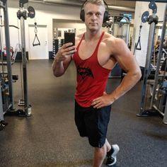 A little side pose after a good workout  . . . . . #myprotein #træning #dedication #motivation #danishaesthetics #gymnordic #gym #fitfamdk #fitnessworld #fitnessworlddk #shredded #ripped #aesthetices #traning #livefit #gains #getbig #getfit #myfw #fitness #mcm #wcw #like #comment #shredz_nation_ #eatclean #instagood #life #mensphysique @myproteindk @gymshark @gymnordic @usnfit @shredded_life_  @shredz_nation_ @gym.empire  @fitnessnord @beripped